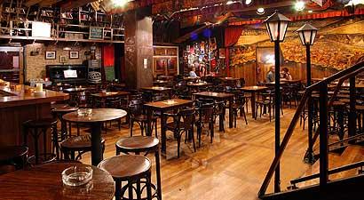 Bar l escenari del teatreneu sombras de ne n - Decoracion de bares de tapas ...