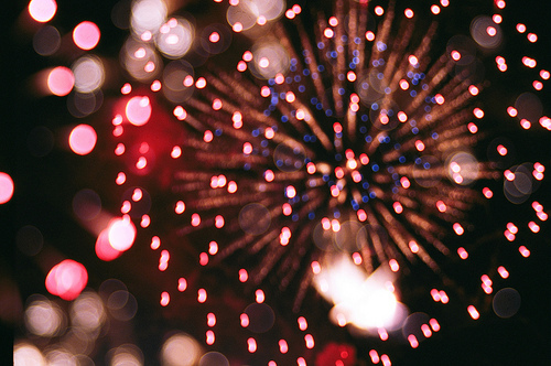 city-lights-city-night-lights-firework-lights-fireworks-glitter-Favim.com-411593